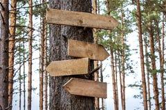 Indicateurs en bois vides de signe Image libre de droits