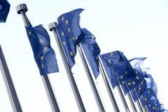 indicateurs européens de commission de construction volant à l'extérieur Images stock