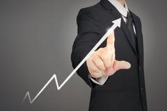 Indicateurs positifs de diagramme de croissance et d'augmentation de graphique de plan d'homme d'affaires dans ses affaires images stock