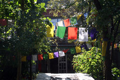 Indicateurs tibétains de prière dans Monastary bouddhiste Photo stock