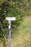 Indicatind de la muestra la dirección al refugio de Gardeccia Foto de archivo