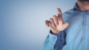 indication par les doigts d'homme d'affaires images stock