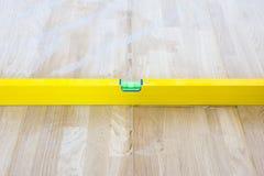 Indicator van het controle de vloeibare flesje of de horizontale vloer van het tellersgelijkheid gelegde parket De voltooiing van stock afbeelding