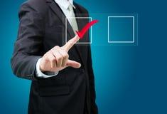 Indicatore della lista di controllo del segno di spunta di tocco dell'uomo d'affari isolato Immagine Stock Libera da Diritti