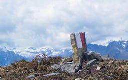 Indicatore della traccia per le viandanti Alpi italiane Fotografie Stock