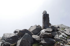 Indicatore della traccia per le viandanti Alpi italiane Immagini Stock