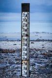 Indicatore di marea per misurare la profondità dell'alta marea Immagine Stock