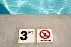 Indicatore di profondità della piscina Fotografia Stock