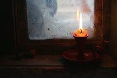 Indicatore luminoso caldo della candela immagini stock