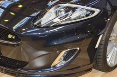 Indicatore luminoso della testa dell'automobile sportiva con xeno Fotografia Stock
