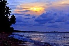 Indicatore luminoso di crepuscolo alla spiaggia Fotografia Stock Libera da Diritti