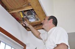 Indicatore luminoso di soffitto della riparazione Immagine Stock Libera da Diritti