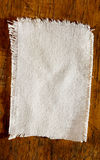 Luce di tela bianca sul bordo anziano Immagini Stock Libere da Diritti