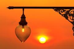 Indicatore luminoso di via al tramonto Immagine Stock Libera da Diritti