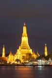 Indicatore luminoso dorato da Phra Prang Wat Arun, Bangkok Fotografia Stock