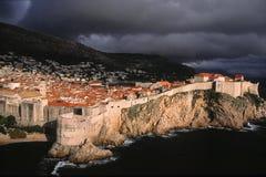 Indicatore luminoso drammatico sopra Dubrovnik Immagine Stock Libera da Diritti