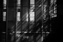 Indicatore luminoso ed ombre in Alcatraz Immagini Stock Libere da Diritti