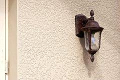 Indicatore luminoso esterno di vecchio stile immagini stock libere da diritti