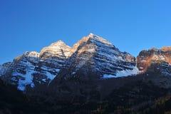 Indicatore luminoso sulla montagna Immagini Stock