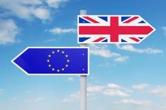 Indicatore stradale con la bandiera nazionale dell'UE e del Regno Unito Fotografie Stock