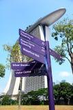 Indicatore stradale in giardino dalla baia Singapore Fotografia Stock Libera da Diritti