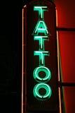Indicatori luminosi al neon del tatuaggio immagini stock libere da diritti