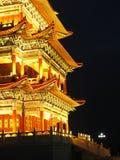 Indicatori luminosi antichi di notte di architettura Immagini Stock