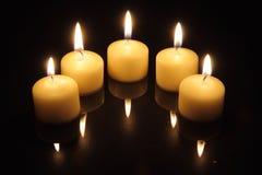 Indicatori luminosi della candela con le riflessioni Fotografie Stock Libere da Diritti