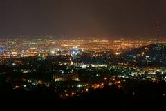 Indicatori luminosi della città alla notte Fotografia Stock