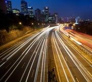Indicatori luminosi della città della strada principale Fotografia Stock