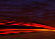 Indicatori luminosi della coda alla notte Immagine Stock