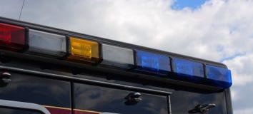 Indicatori luminosi della sirena dell'ambulanza fotografie stock libere da diritti