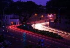 Indicatori luminosi della strada dell'automobile al tramonto Fotografia Stock