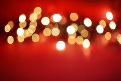 Indicatori luminosi di Defocussed su colore rosso Fotografie Stock