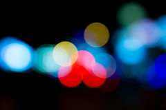 Indicatori luminosi di notte in città Fotografie Stock
