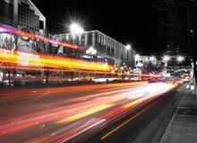 Indicatori luminosi di notte della città fotografie stock libere da diritti