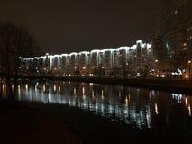 Indicatori luminosi di notte nella città Fotografie Stock Libere da Diritti
