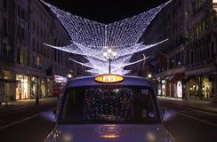 Indicatori luminosi di via del reggente e tassì di Londra Fotografie Stock Libere da Diritti