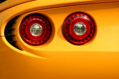 Indicatori luminosi gialli della coda dell'automobile dello sporte Fotografie Stock Libere da Diritti