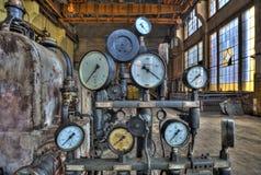 Indicatori per la misura in una vecchia fabbrica Immagini Stock