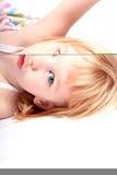 Indicazione della bambina Fotografie Stock Libere da Diritti