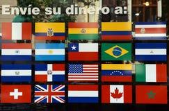 Indichi le bandiere sulla porta della banca Fotografie Stock Libere da Diritti