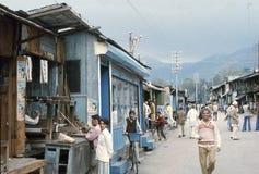 1977 Indien Eine verkehrsreiche Straße in Chamba Lizenzfreies Stockbild