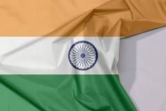 Indien-Gewebeflaggenkrepp und -falte mit Leerraum stockfotografie