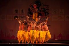 Indien Harmony Dance i öppningscermoni i Harmony World Puppet Royaltyfri Bild