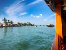 Indien Hausboot auf Kerala-Stauwassern Stockbild