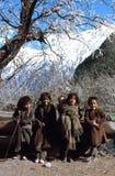 1977 Indien 4 nette kleine Mädchen, die Spaß haben Stockbild