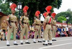 Indien-Pakistan-Grenzabschlussfeierlichkeit lizenzfreie stockbilder