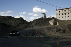 Indien Tibet, museum, inget tillträde, berg, shlakbaum, utgång, lopp, Ladakh, Royaltyfria Bilder