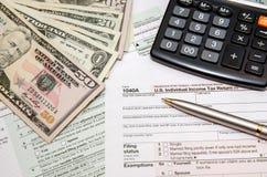 Indienend federale belastingen voor terugbetaling - belastingsvorm 1040 Royalty-vrije Stock Foto